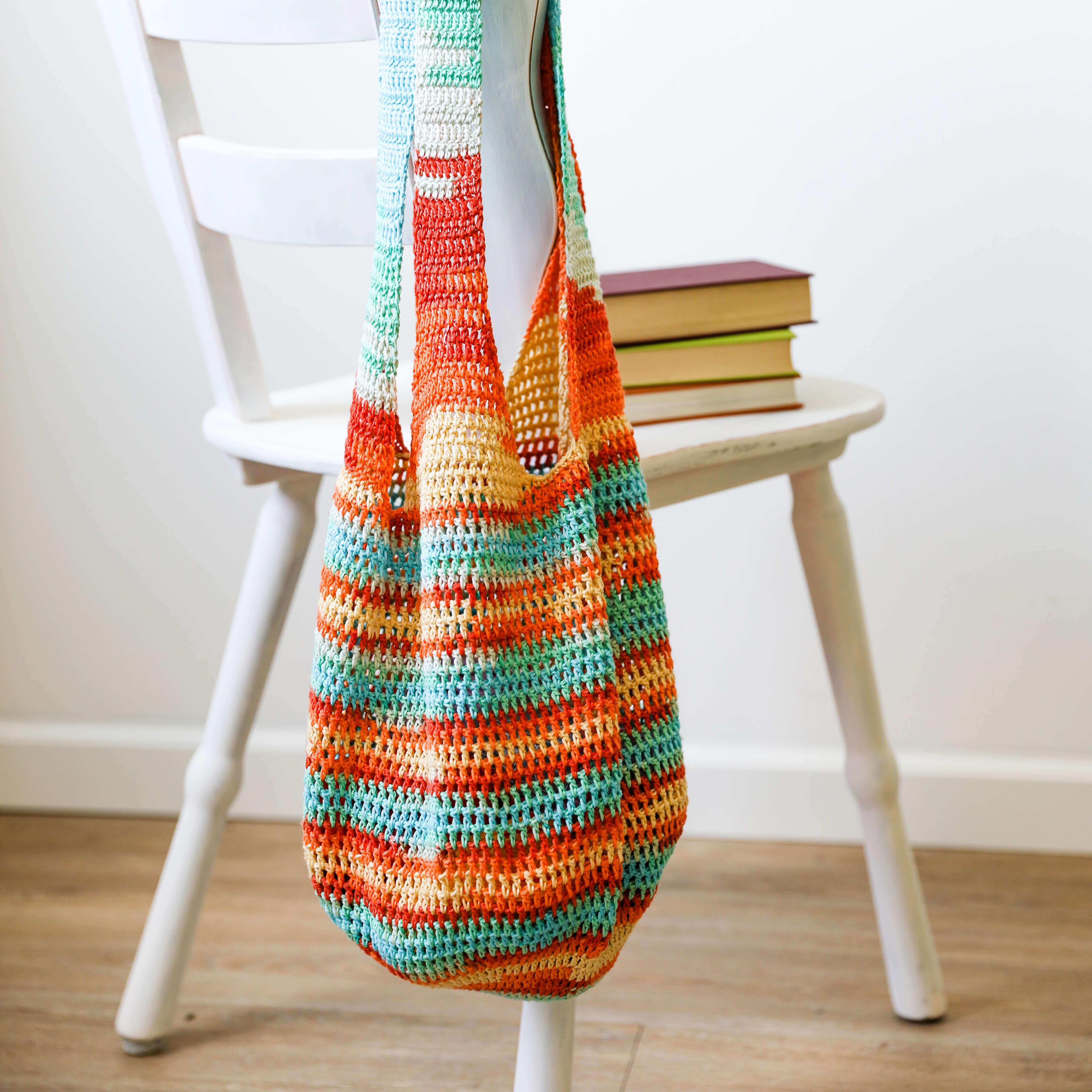 Gehäkelter Einkaufsbeutel mit Streifen und Farbverlaufs aus Gründl Cotton Quick Batik