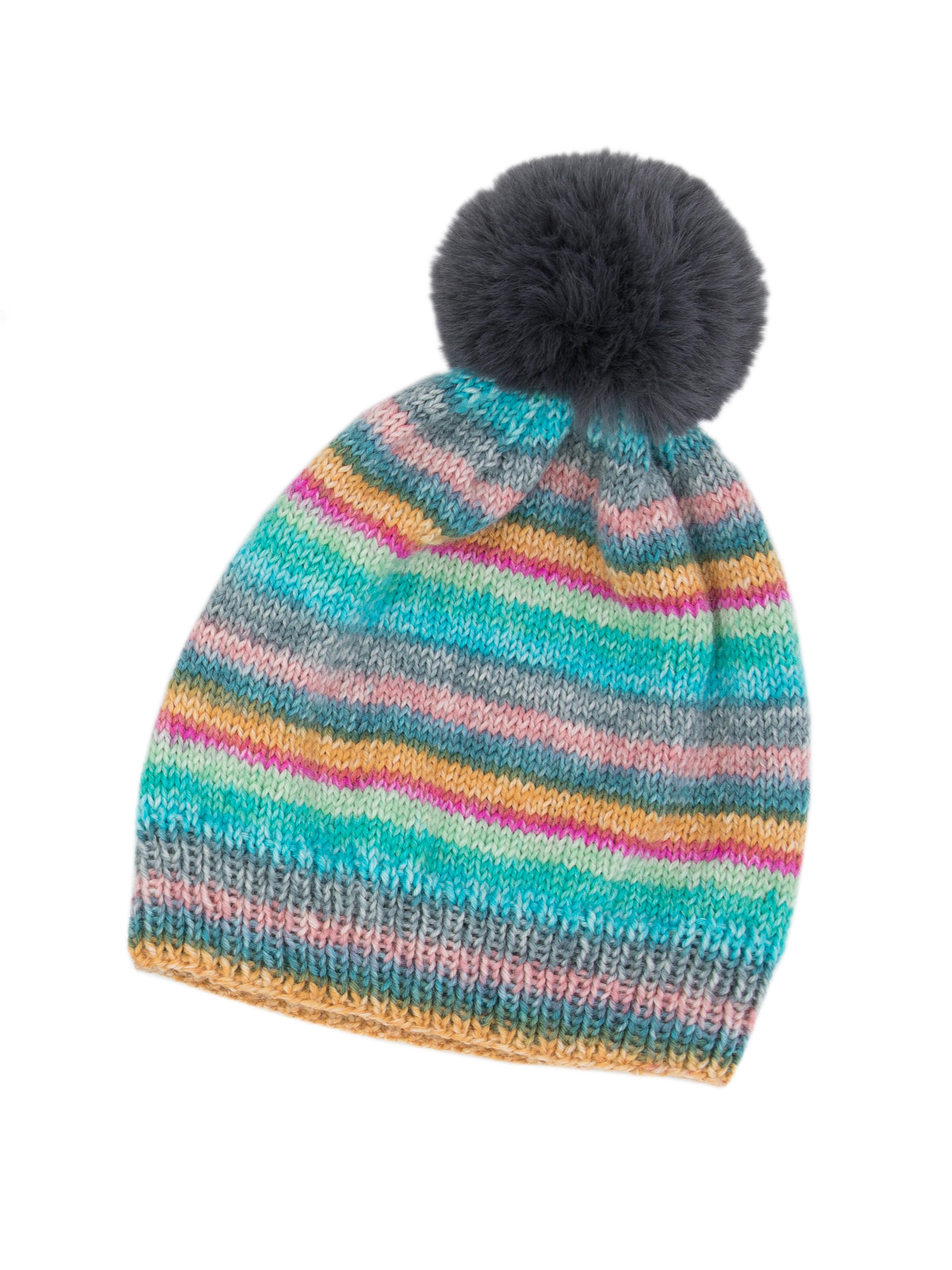 Bunt gestrickte Mütze mit Bommel und Streifen aus Sockenwolle gestricktaus Hot Socks Madena 6 fach Wolle von Gründl